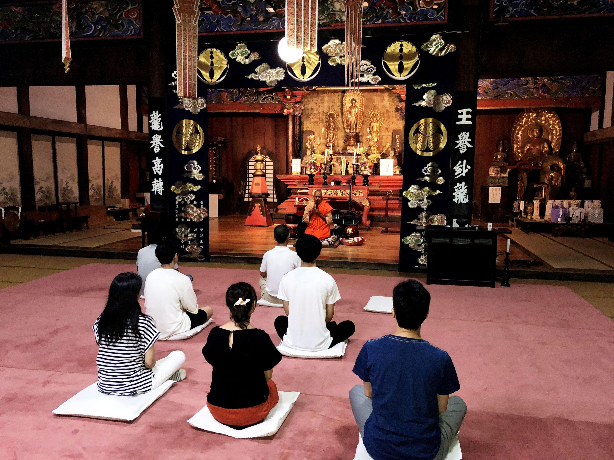 静寂のお寺で学ぶマインドフルネス瞑想教室